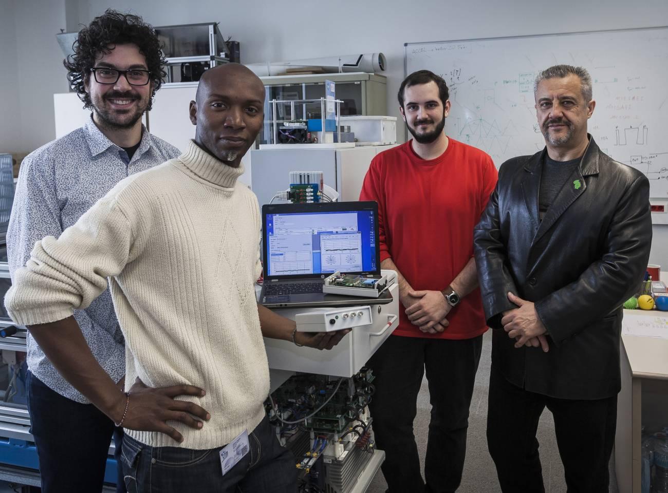 Luis Romeral, a la derecha, con su equipo en el MCIA Innovation Electronics de CIT UPC. / Ramón Fornel