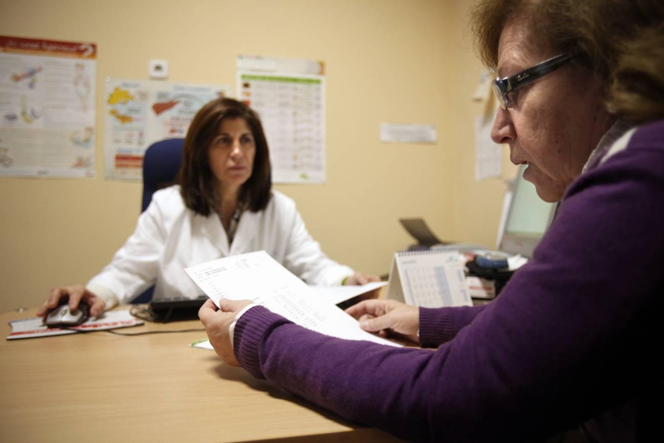 Las mujeres que padecen dolor suelen ser observadas solo en atención primaria. / SINC