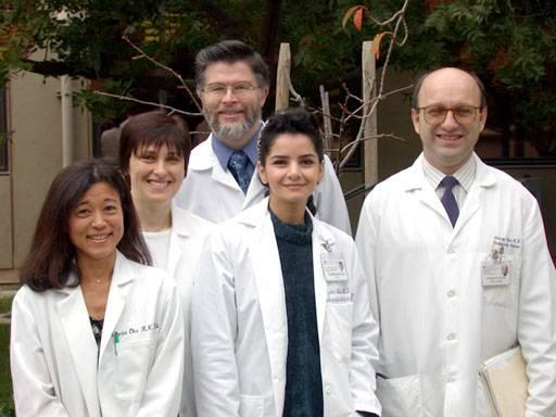 El investigador John Cooke (en el centro) acompañado de parte de su equipo. Imagen: Universidad de Stanford