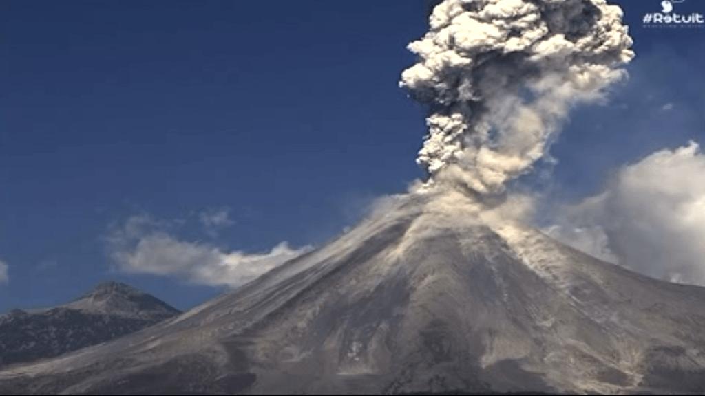Así ha explotado el volcán Colima, en México.