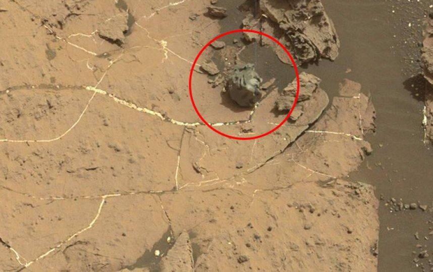 extraño meteorito metálico en Marte