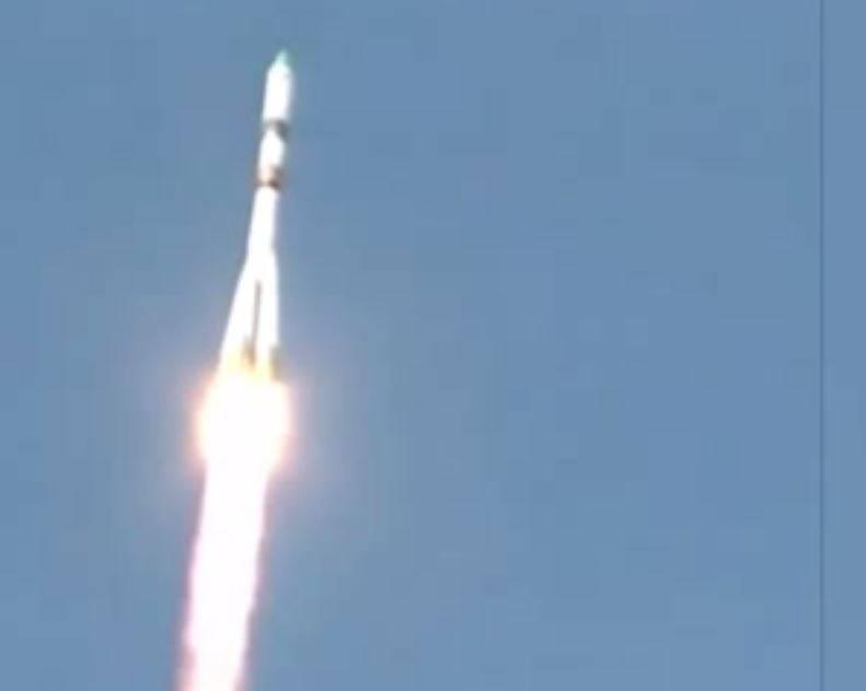 El carguero ruso Progress M-27M cae sin control a la Tierra