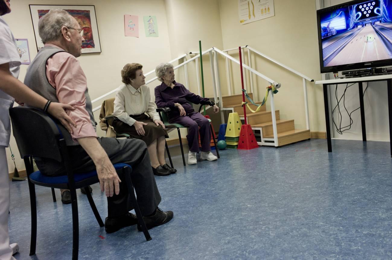 En la terapia para enfermos de alzhéimer  usando Kinect los pacientes están más motivados y se divierten.