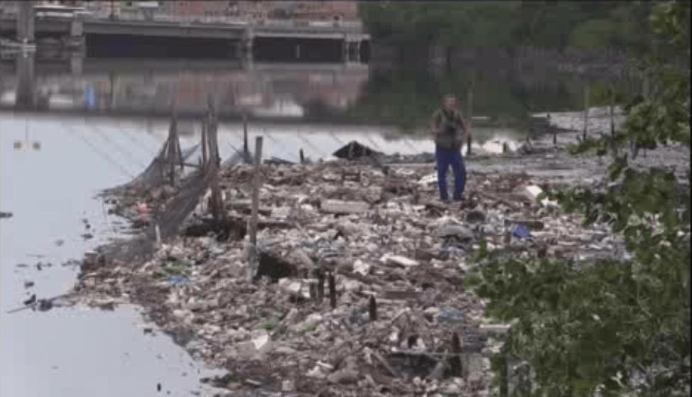 La basura en aguas cariocas