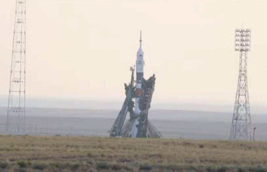 Tres astronautas viajan a la EEI en una nace Soyuz