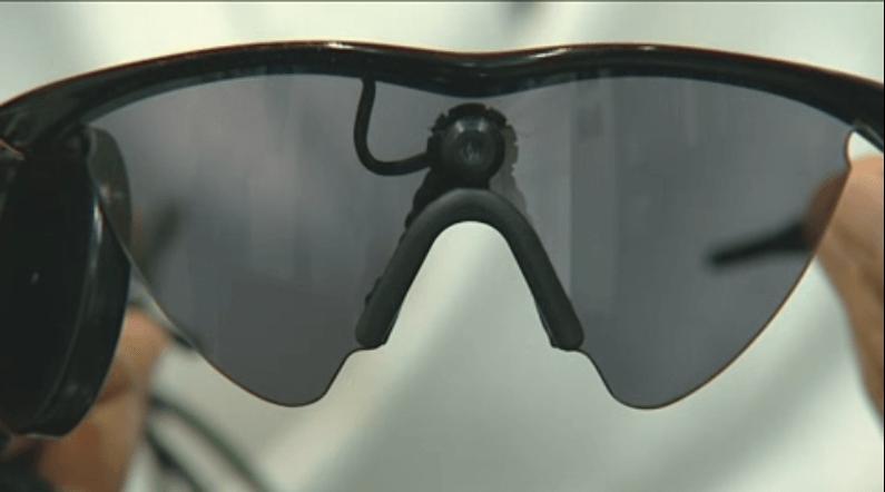 Un paciente sordo-ciego recibe un ojo biónico