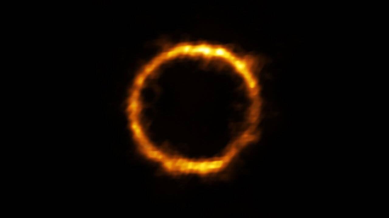 Este anillo de luz es la galaxia mas lejana similar a la nuestra - Este anillo de luz es la galaxia más lejana similar a la Vía Láctea