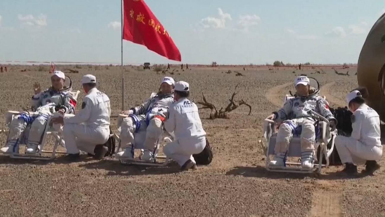 Los astronautas de la cápsula Shenzhou