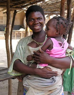 Mujer en un mercado de Malawi. Foto: Carmen Bach.