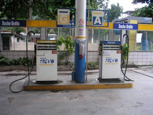 Surtidores de etanol en Brasil. Foto: Nate Cull.