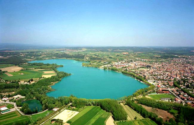 Vista aérea de lagos de Banyoles. / Wikipedia