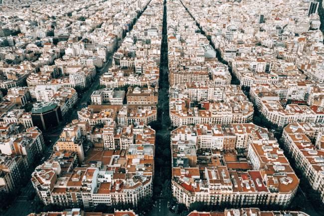vista de una ciudad distribuida en grandes manzanas