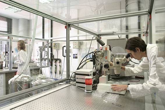 Laboratory at the Science Park of Barcelona./ Raimon Solà