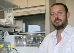 El investigador de la UPO, Eduardo Santero