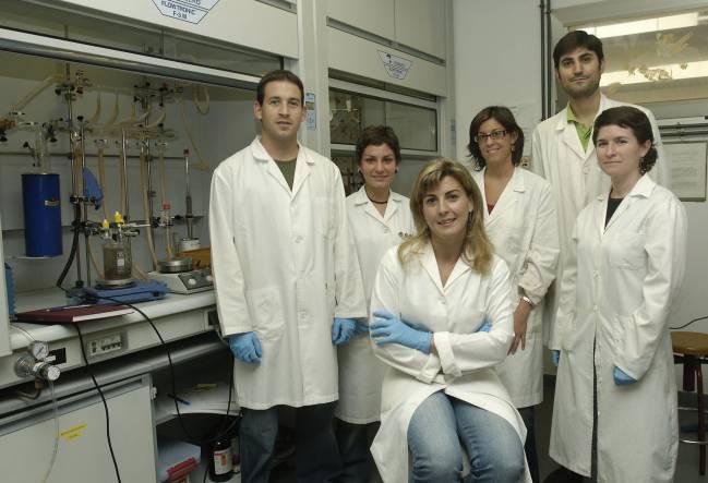 María del Mar Diaz Requejo con su equipo de la UHU