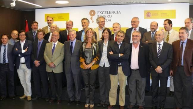 Ministra de Ciencia e Innovacion junto a los directores de los centros candidatos