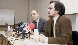 Los doctores Josep M. Miró y Joan Caylà