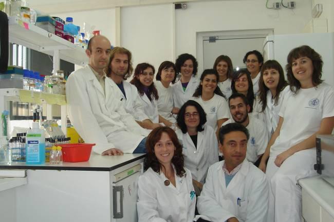 Carlos Martin y su equipo de la Universidad  de Zaragoza presentaron a Bill Gates los últimos desarrollo de MTBVAC