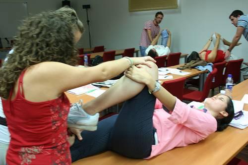 Fisioterapia para tratar la fibromialgia. Foto: UNIA.