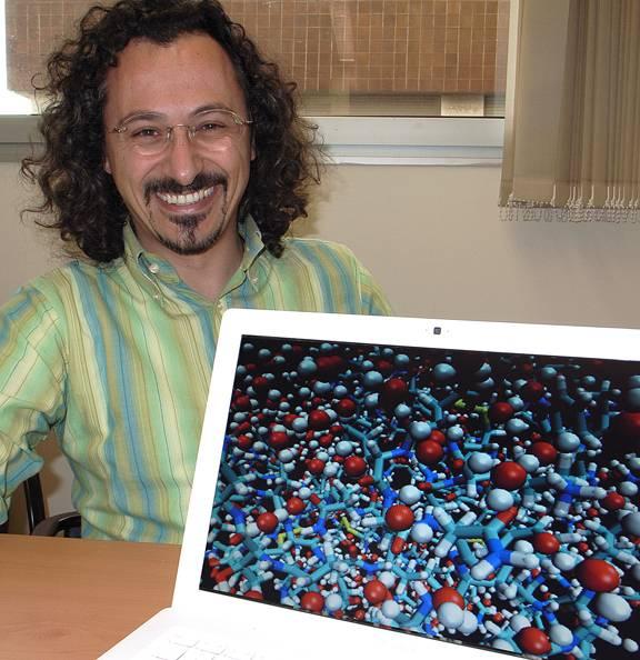 Investigador Giancarlo Franzese del Departamento de Física Fundamental de la UB