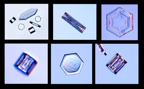 Cristales con formas hexagonales achatadas. / Kenneth Libbrecht-SnowCrystals.com ©.