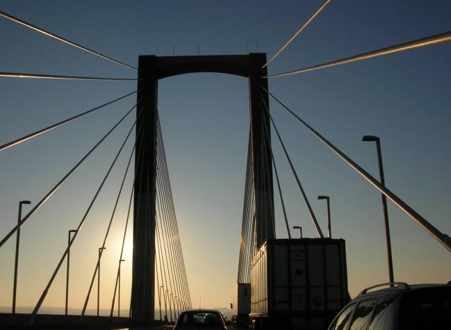 Puente del V Centenario de Sevilla