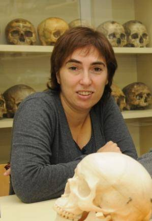 La profesora Mireia Esparza, de la Unidad de Antropología del Departamento de Biología Animal de la UB, es coautora del estudio.