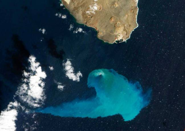 Fotografía de la erupción volcánica de El Hierro tomada desde el espacio. / NASA