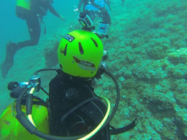 Grabación submarina del Taller de Imagen con dos cámaras de acción montadas sobre el casco del buceador.