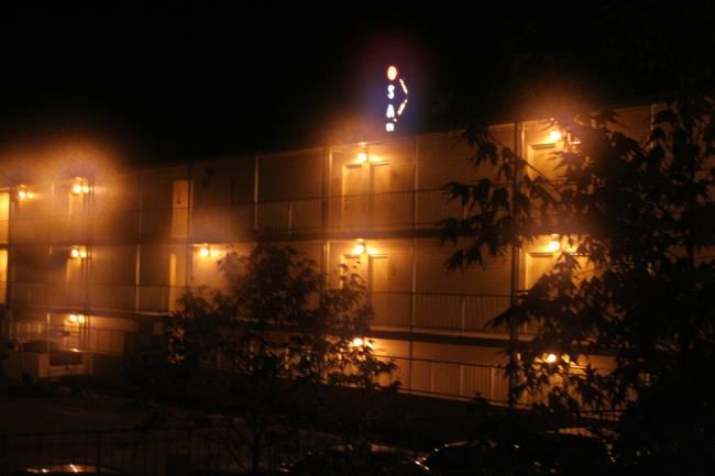 Imagen nocturna vista con halos.