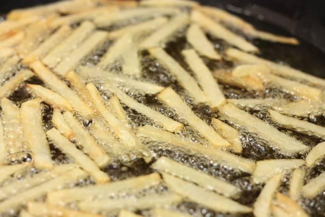 El aceite usado para freír alimentos sirve para generar biodiésel.  / Cvc_2k.