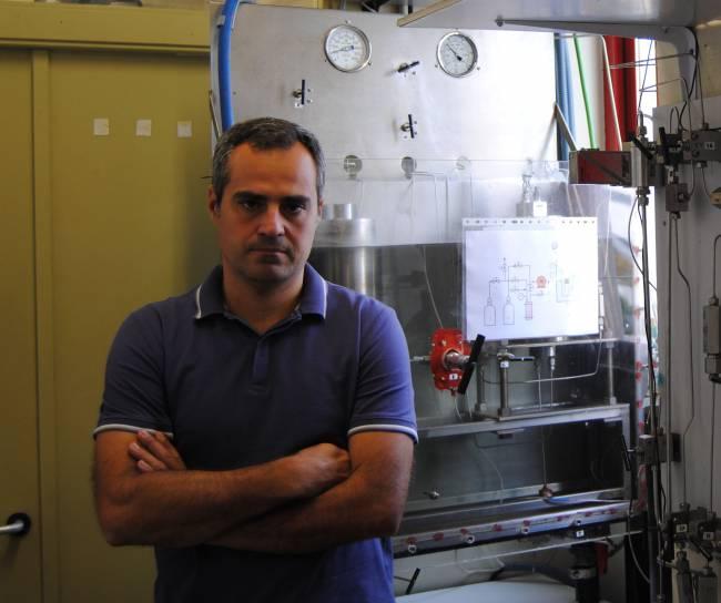 El investigador José Benedito, en los laboratorios del Grupo ASPA de la UPV