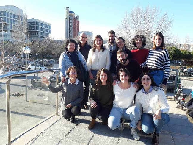 El grupo de investigación que lidera Isabel Fabregat en IDIBELL