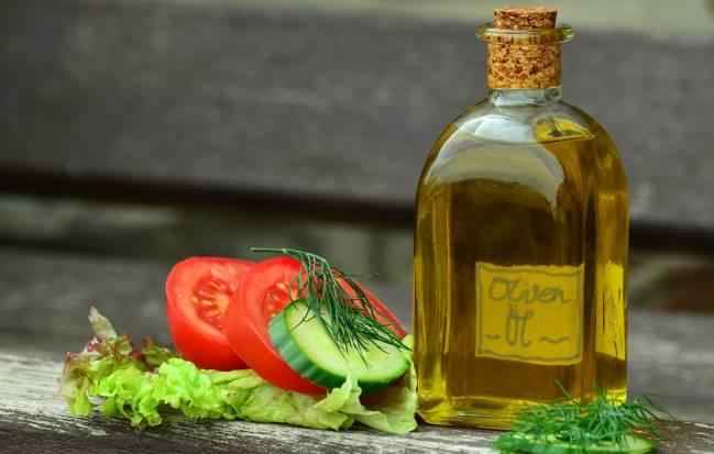 el aceite de oliva forma parte de la dieta mediterránea