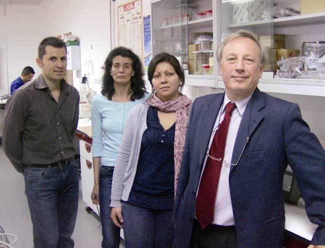 El investigador Críspulo Gallegos y su equipo de la UHU