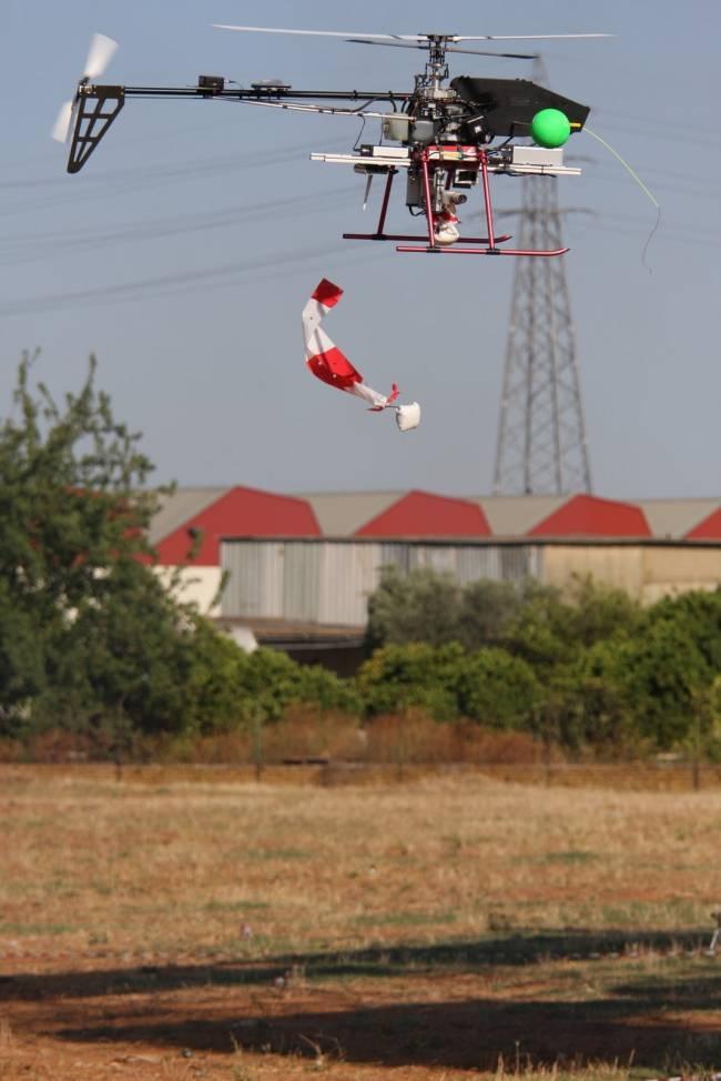 Tres helicópteros del proyecto AWARE transportan una carga