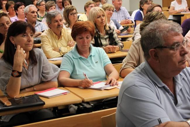 Alumnos asistiendo a una clase de la Universidad de mayores de la UJI