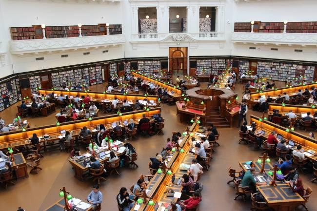 biblioteca universitaria (imagen de archivo)