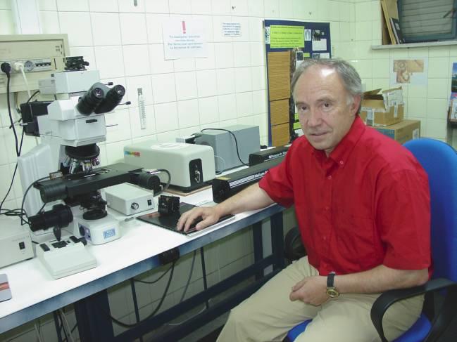 El profesor del área de Cristalografía y Mineralogía de la Universidad de Valladolid Fernando Rull Pérez.