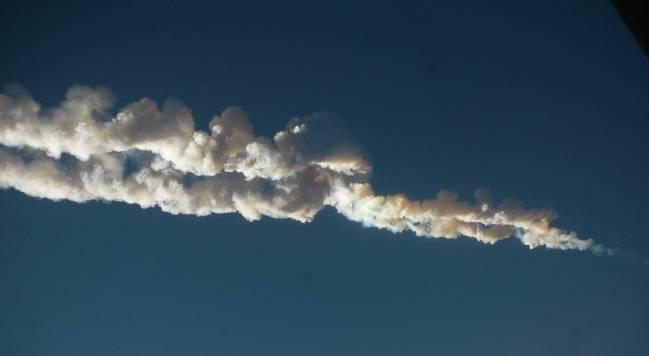 El meteoro cruzando los cielos de la ciudad rusa de Chelyabinsk. / Wikipedia