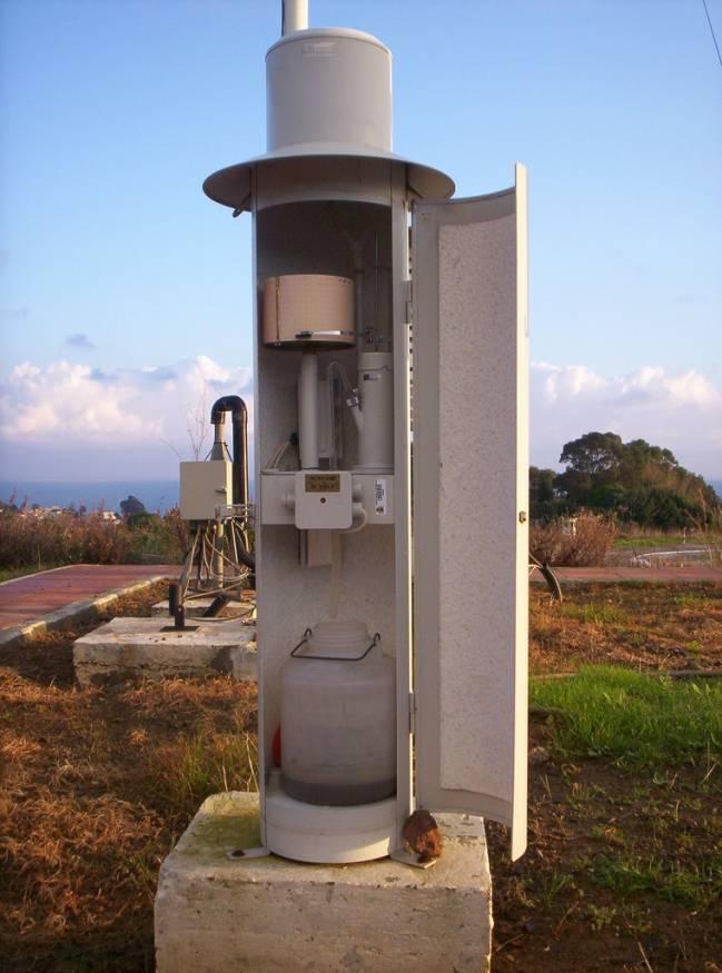 Pluviógrafo del Observatorio Meteorológico de Ceuta. Foto: Mª Teresa Fernández.