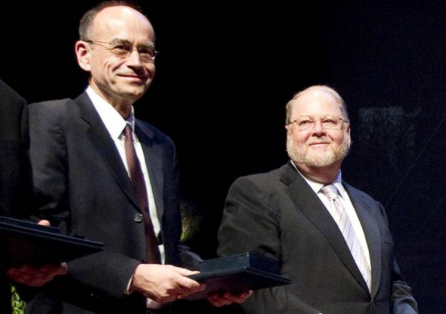 James E. Rothman y Randy W. Schekman, dos de los tres expertos en fisiología celular galardonados con el Premio Nobel de Medicina 2013. / EFE.