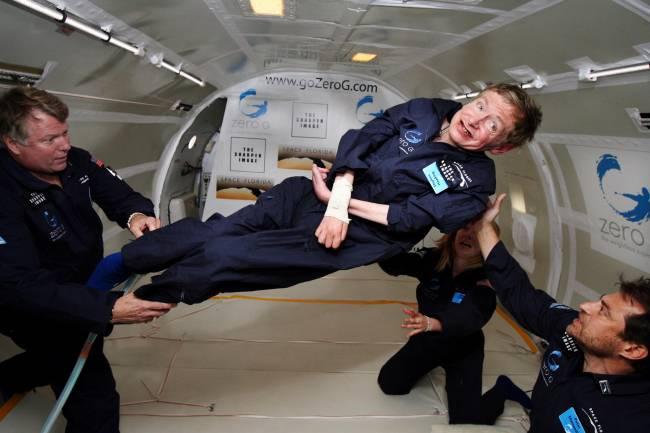 El físico Stephen Hawking es el paciente más famoso de esclerosis lateral amiotrófica (ELA). Foto: Wikipedia.