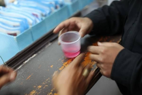 Un vaso de metadona en un centro de tratamiento en Indonesia. / DFAT.