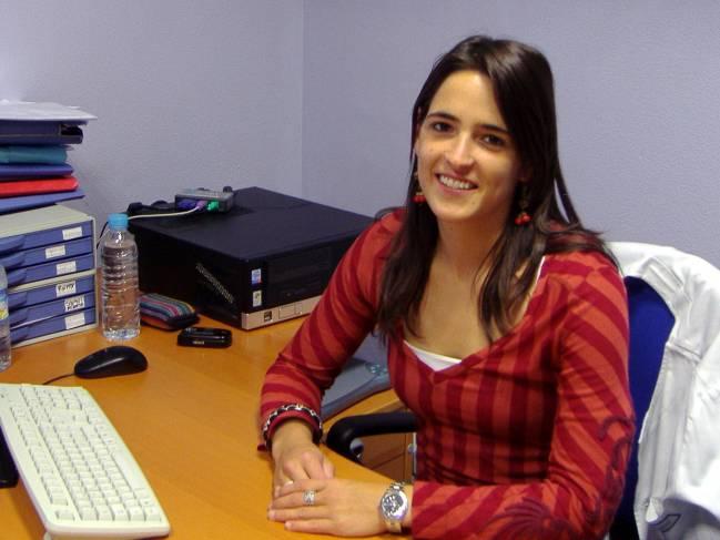 La autora de la tesis, Itziar Etxeandia Ikobaltzeta