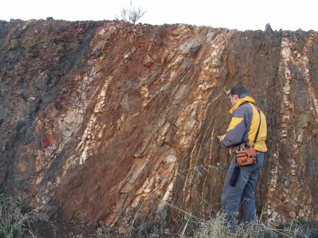 Un estudio de la Universidad de Salamanca impulsado por la empresa minera Berkeley aparece en la revista 'Journal of Structural Geology'