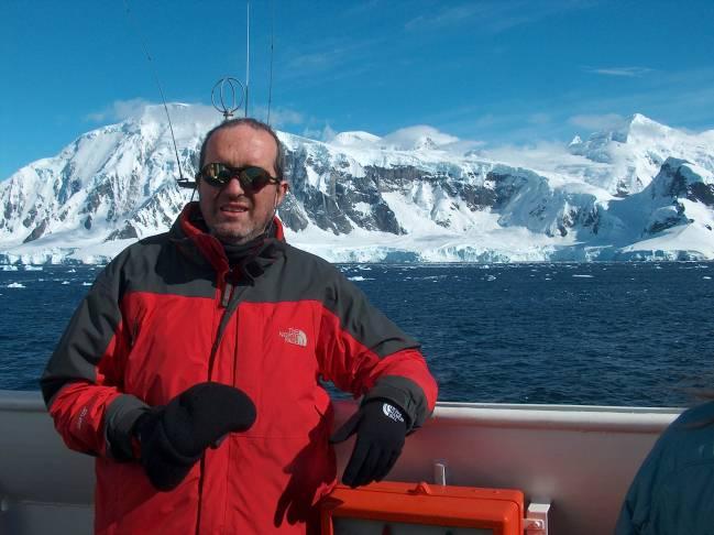 El profesor de la UGR Jesús M. Ibáñez, durante una expedición a Isla Decepción.