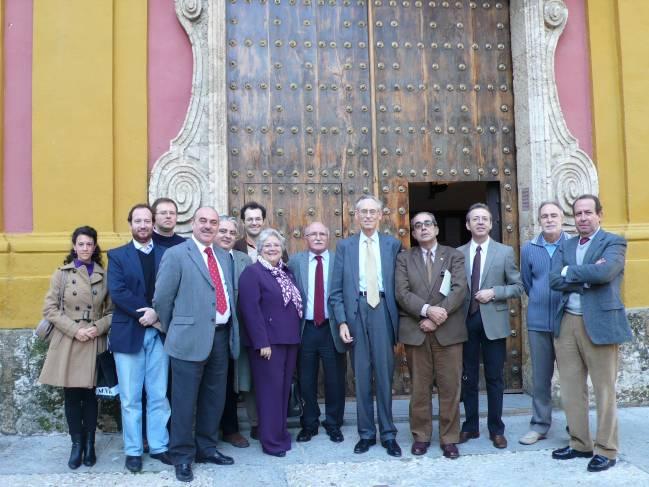 El grupo de investigación junto al profesor John H. Elliott, primera figura mundial del modernismo, con motivo de su investidura como Doctor Honoris Causa por la Universidad de Sevilla