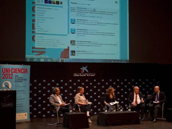 Mesa de debate sobre formas de democracia y participación ciudadana. Imagen: UNI-CIENCIA/John Rojas-Uribe.