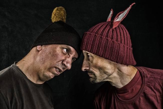 dos hombres a punto de pelearse
